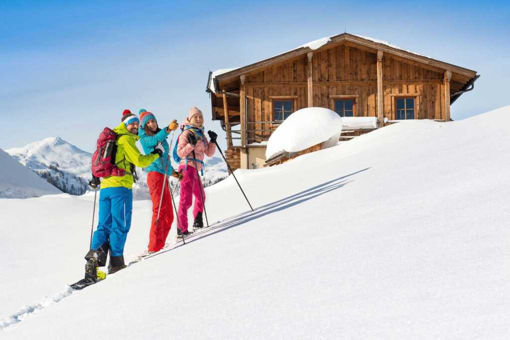 Gruppe bei Schneeschuhwanderung in Flachau