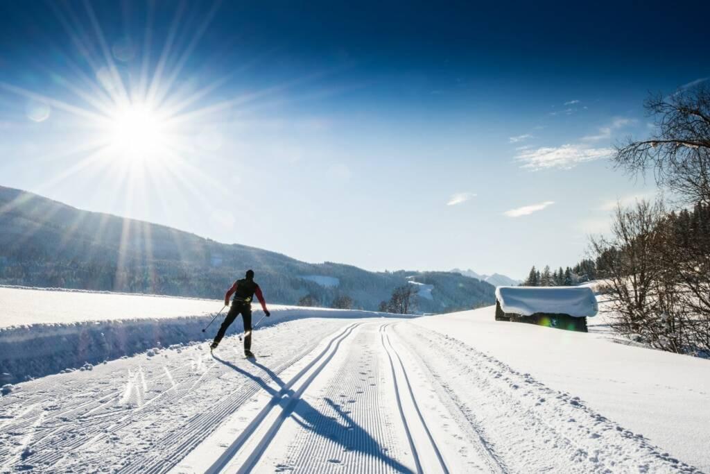 Langlaufen bei herrlichen Wetter im Winter