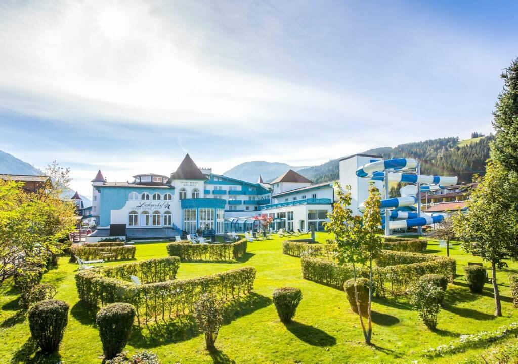Das Schlosshotel Lacknerhof im Sommer