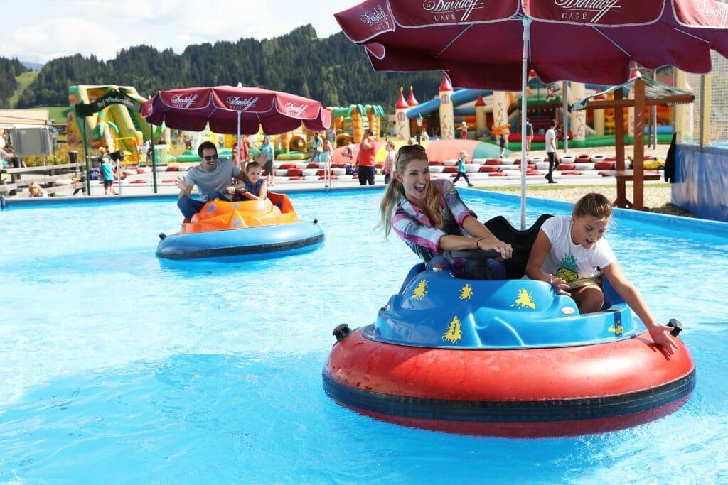 Wasserboote Spass im Luckys Freizeitpark Flachau