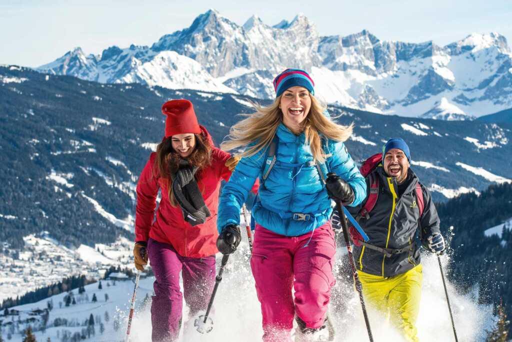 Spaß für die ganze Familie beim Winterwandern in Flachau
